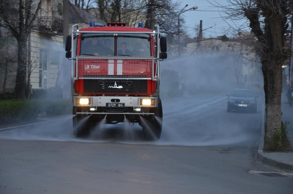 Військовослужбовці Навчального центру здійснили дезінфекцію вулиць Золочева
