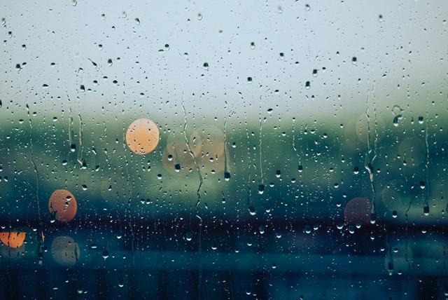 У вівторок в Україну прийдуть дощі з мокрим снігом