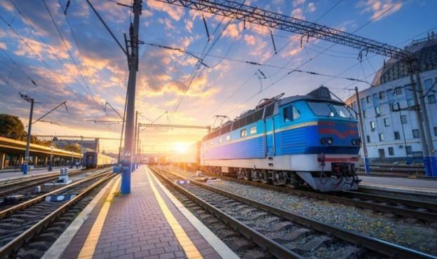 """""""Укрзалізниця"""" відновлює рух: які області готові до запуску потягів"""