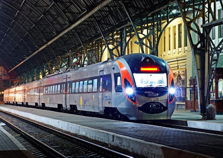 УЗ відновила продаж квитків на потяги в залізничних касах
