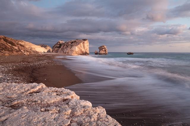Кіпр обіцяє покрити витрати туристів у випадку зараження коронавірусом на відпочинку