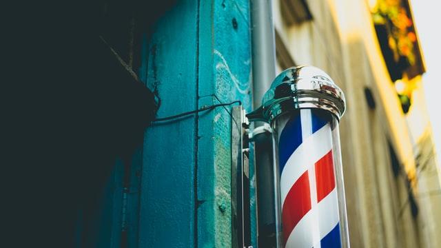 Ризик заразитися коронавірусом в перукарнях залишається високим навіть після пом'якшення карантину – експерт