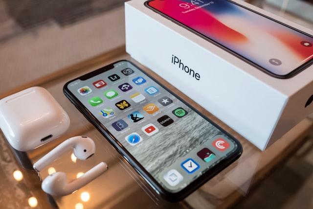 У Львові шахраї масово робили фальшиві iPhone