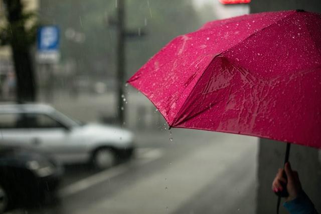 В Україні похолодає, дощитиме увесь день