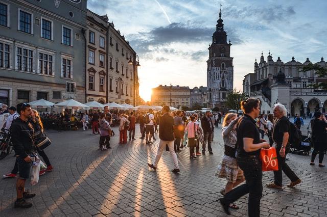 Близько 180 000 українців виїхали з Польщі через Covid-19