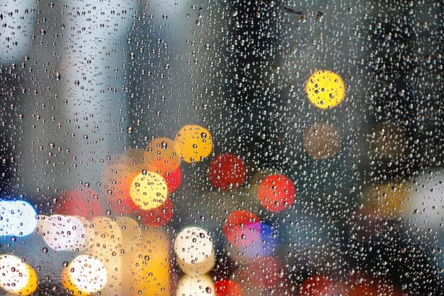 У четвер Україну накриють грозові дощі