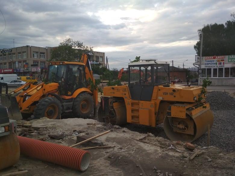 Триває реконструкція площі Вічевої