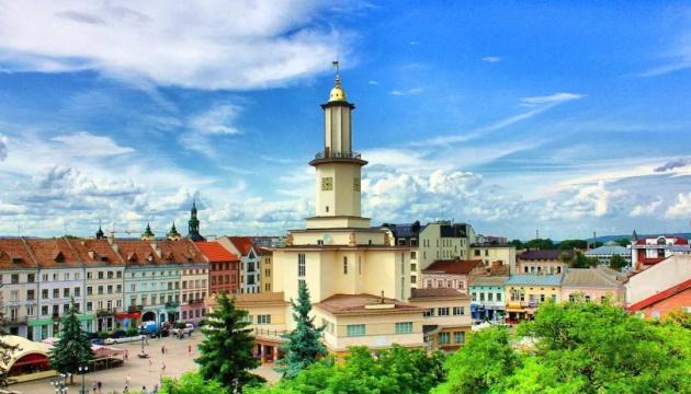 В Івано-Франківській області знову посилили карантин