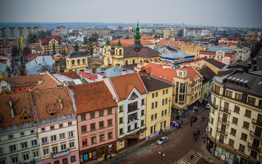 В Івано-Франківській області пошкоджені всі дороги державного значення