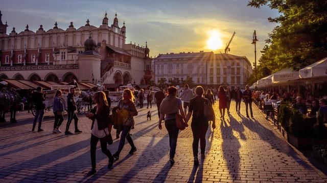 Уряд звільнив від самоізоляції українців після повернення з Польщі