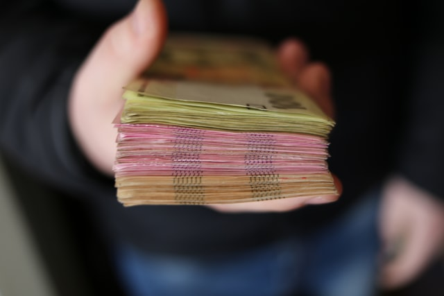 Депутати запропонували видавати кожному українцеві по 3000 грн на час кризи