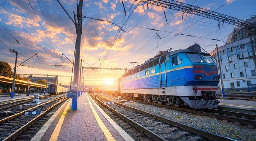 «Укрзалізниця» почала продавати квитки на всі місця в поїздах, що їдуть через Київ