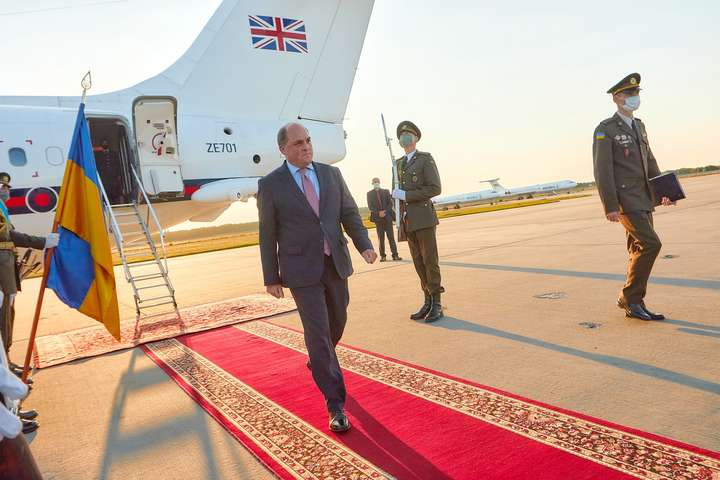 До Києва прибув міністр оборони Британії для посилення співпраці з Україною
