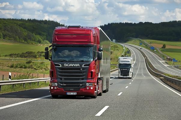 На Львівщині обмежили рух вантажівок трасами через спеку
