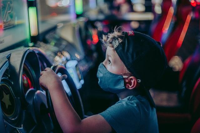 ВООЗ уточнила свої рекомендації щодо захисних масок для дітей
