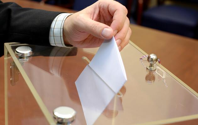 Очільник МОЗ розповів, як проголосувати на виборах на самоізоляції