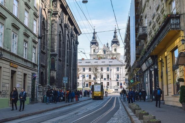Уряд встановив жовтий рівень небезпеки Covid-19 майже по всій Львівщині