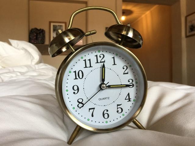 В ніч на 25 жовтня в Україні переведуть годинники на годину назад