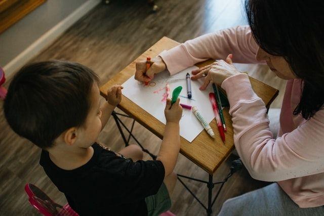 У Міносвіти повідомили про збільшення зарплат вихователям: коли і наскільки вони зростуть