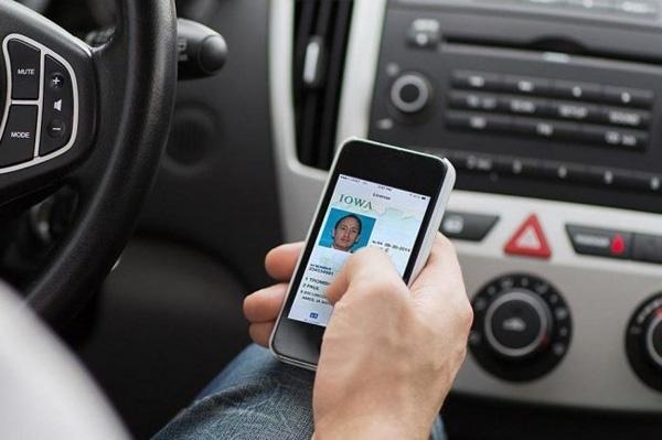 В Україні дозволили оформлювати електронні техпаспорти не тільки власникам авто