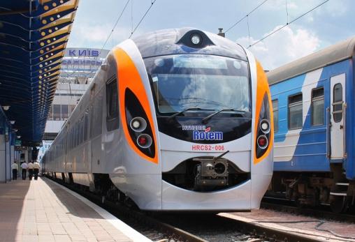 «Укрзалізниця» запроваджує Wi-Fi в пасажирських поїздах