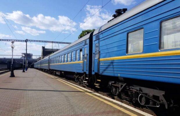 «Укрзалізниця» почала продаж квитків на спецрейси до Закарпаття