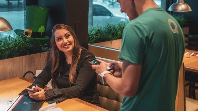З 2021 року ресторани та кафе зобов'яжуть перейти на українську мову