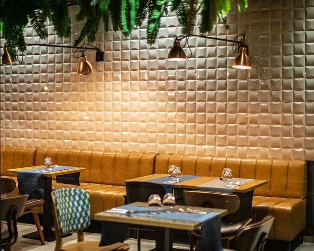 Роботу ресторанів в Україні продовжили на годину. Новорічна ніч – виняток