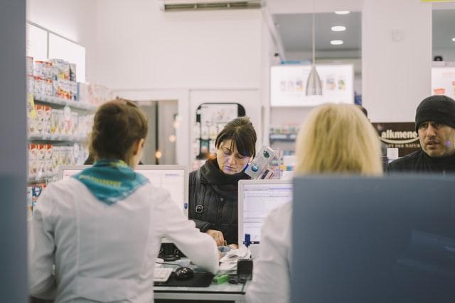 Коли вакцина від COVID-19 з'явиться в аптеках України. У МОЗ назвали строки