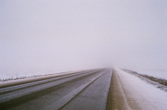 Рятувальники попередили українців про продовження снігопаду в трьох областях