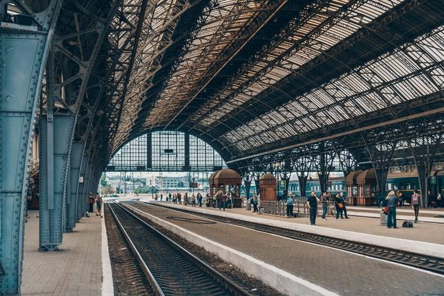 Садовий допускає закриття залізничного та авіасполучення зі Львовом