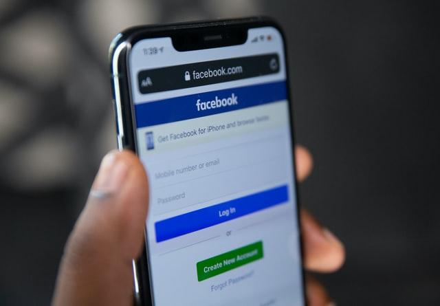 Facebook запускає штучний інтелект для модерації коментарів